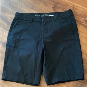 Gap Bermuda 9 inch shorts